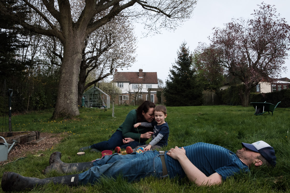 Group portrait in the garden by London family photographer Ben Heasman.