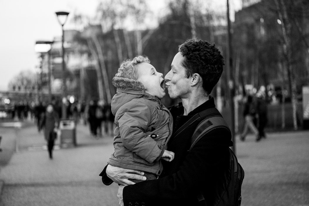 Ben and Leo having a kiss outside the Tate modern