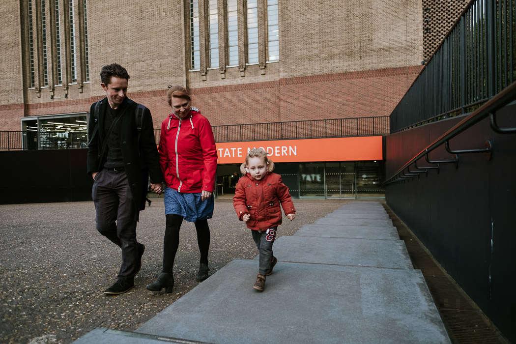 Photographer's family leaving the Tate modern gallery together